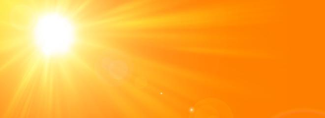 Sfondo astratto soleggiato di estate di natura con il sole splendente