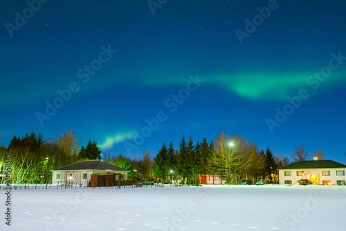 Valokuvatapetti Snow field with northern light or Aurora in Iceland.
