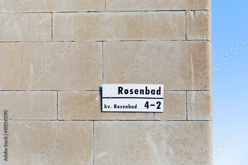 Foto op Aluminium Wand Street sign on wall of building