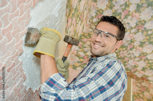 Chiselling old motif off a wall Canvas-taulu