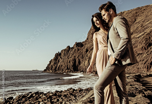 Printed kitchen splashbacks Artist KB Portrait of an attractive couple looking at the ocean's wave