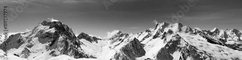 obraz PCV Black and white panoramic view of snow-capped mountain peaks