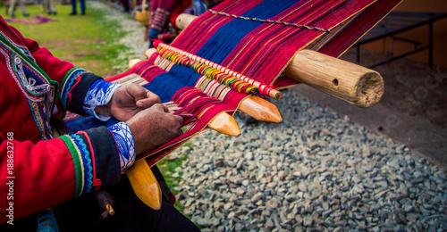 Fotografiet  Hands weaving traditional blanket Chinchero