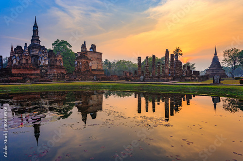 Fotografie, Obraz  Ruins of the temple of Wat Mahathat Temple in the precinct of Sukhothai Historical Park, a UNESCO World Heritage Site, Evening in the historical park of Sukhothai city