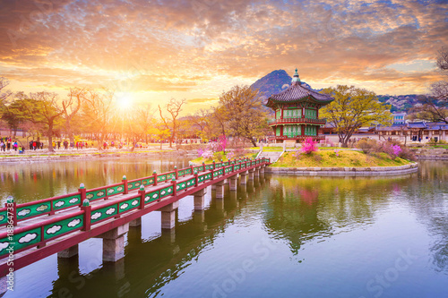 Photo  Gyeongbokgung palace in spring, South Korea.