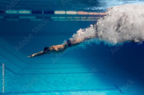 Fotografie, Obraz underwater picture of male swimmer swimming i swimming pool