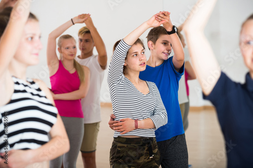 fototapeta na ścianę Group of teen dancing salsa in dance studio