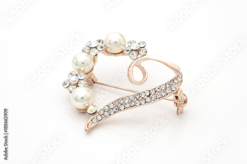 Fotografering brooch heart with diamonds and pearls isolated on white