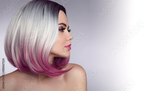 Foto op Plexiglas Kapsalon Ombre bob short hairstyle. Beautiful hair coloring woman. Trendy haircuts. Blond model with short shiny hairstyle. Concept Coloring Hair. Beauty Salon.