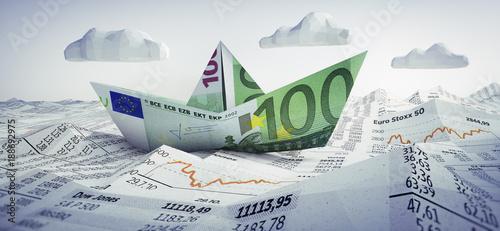 Carta da parati  Euro-Papierschiff im Börsen-Meer