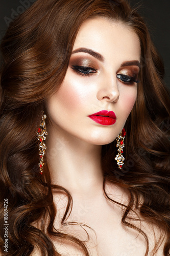 Foto op Plexiglas Beauty Beautiful woman portrait with curly hair, red earrings and evening make up.