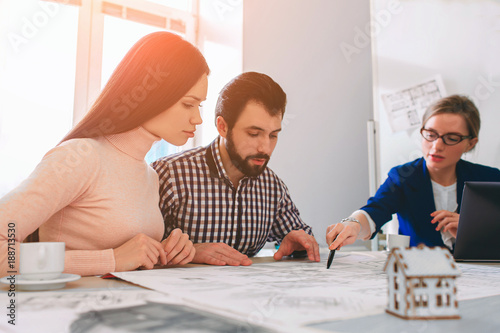 Photographie  Young family couple purchase rent property real estate