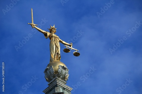 London justice statue Wallpaper Mural