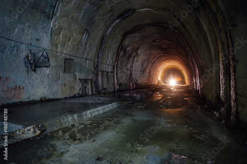 Papiers peints Tunnel Old abandoned flooded drainage tunnel