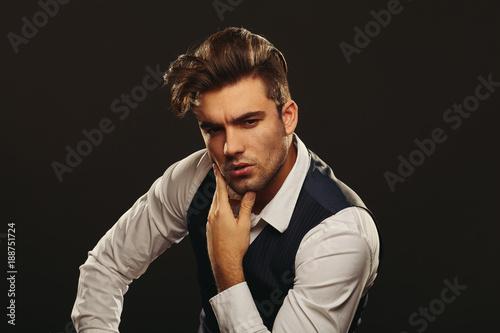 Photo  Portrait od handsome man in studio on dark background