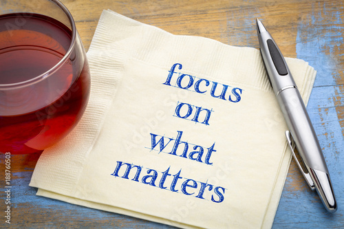 Fotografie, Obraz  Focus on what matters - reminder note