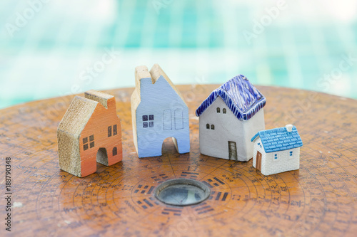 Fotografía  House feng shui concept, beautiful miniature house on ancient wooden feng shui c