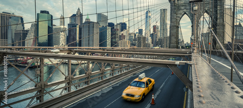 Spoed Foto op Canvas New York TAXI Famous Brooklyn Bridge