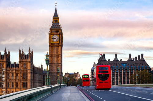 In de dag Londen rode bus London cityscape with Double Decker buses move along the Westminster Bridge to Elizabeth Tower or Big Ben Palace of Westminster
