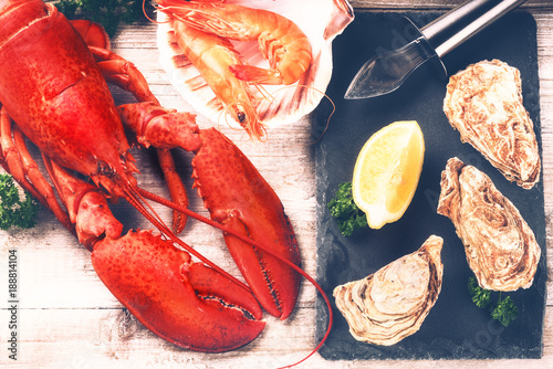 Fotobehang Schaaldieren Steamed lobster, oysters and shrimps as fine selection of crustacean