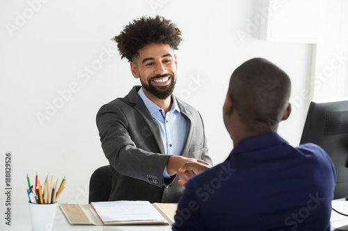 Fotografia  Businessman Shaking Hand With Male Candidate