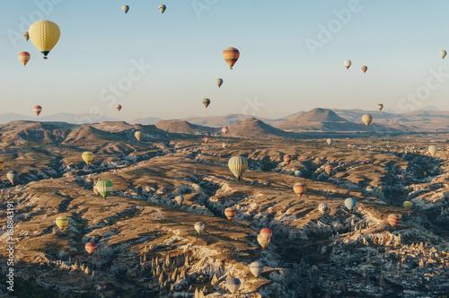 Photo sur Aluminium Beige mountain landscape with Hot air balloons, Cappadocia, Turkey