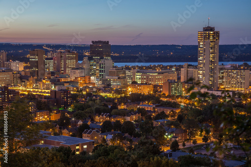 Fotografía Downtown skyline at night in Hamilton, Ontario