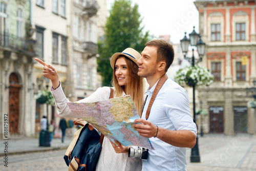 Couple With Map On Travel Vacations, Sightseeing Wallpaper Mural