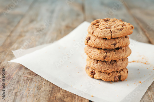 Keuken foto achterwand Koekjes Delicious oatmeal cookies with chocolate chips on wooden table