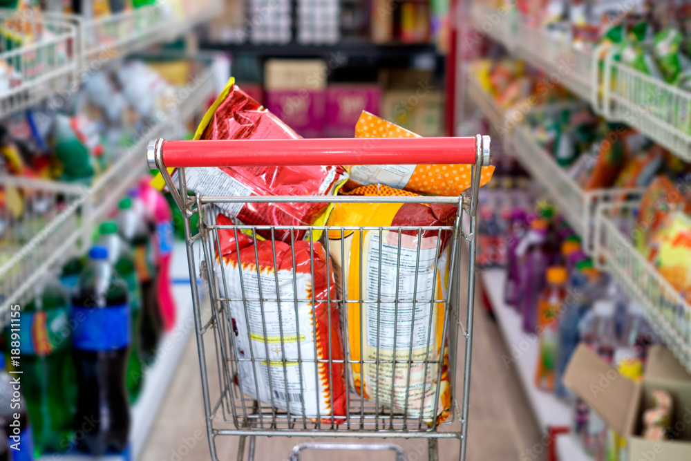 Fototapety, obrazy: Snack packs in shopping cart at store