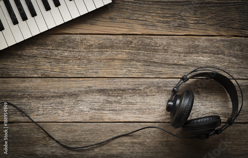 Valokuvatapetti Keyboards and headphones on a wooden background