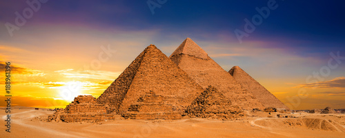 Poster de jardin Egypte Great Pyramids of Giza, Egypt, at sunset