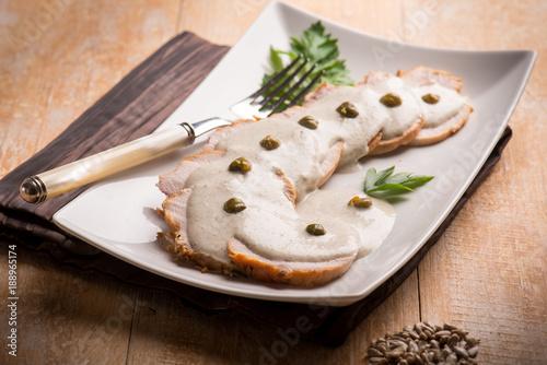 Carta da parati veal with tuna sauce and capers, selective focus