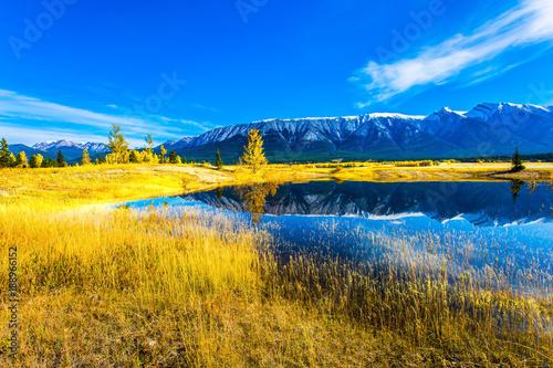 Foto  Smooth water of Lake Abraham