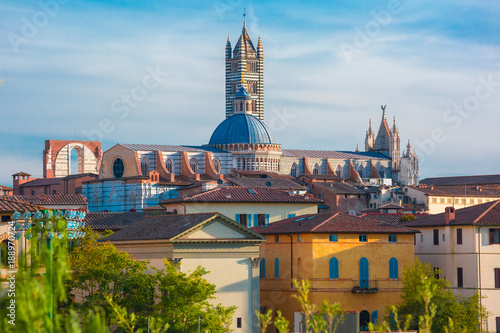 Fotografía Beautiful view of Dome and campanile of Siena Cathedral, Duomo di Siena, and Old