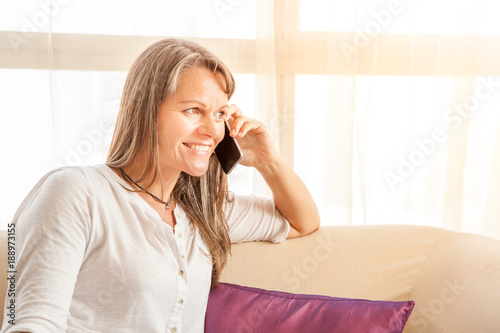 Fotografia  Woman talking on the phone