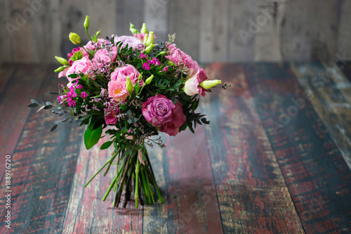 Foto op Canvas Bloemen Rustic wedding bouquet with roses and Lisianthus flowers in different shades of pink.