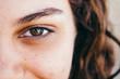 canvas print picture - Nahaufnahme des Gesichts einer lächelnden Brasilianerin