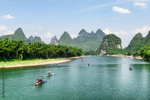 Tuinposter Guilin Scenic view of tourist motorized rafts on the Li River