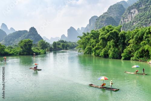 Foto op Aluminium Guilin Small tourist bamboo rafts sailing along the Yulong River, China