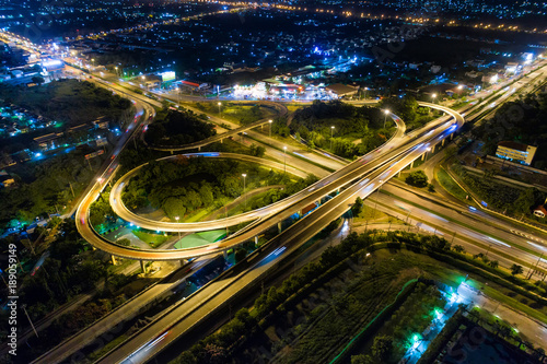 Papiers peints Autoroute nuit The light on the road roundabout at night and the city in Bangkok, Road beautiful Aerial View of Busy Intersection, Aerial view. Top view. Background scenic road.