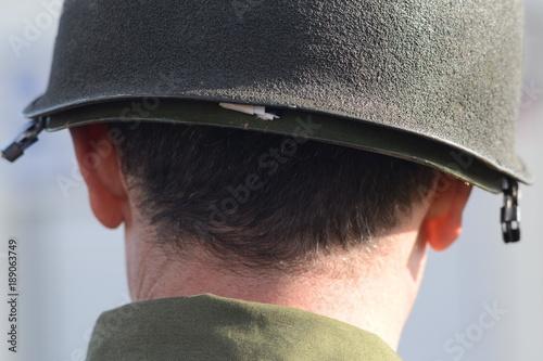 Fotografering  soldato con elemetto