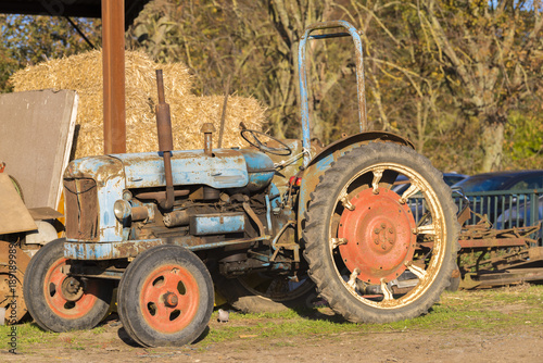 Fototapety, obrazy: Old rusty tractor