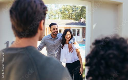 Valokuvatapetti Couple attending friend's housewarming party