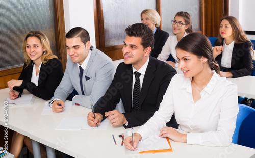 Fotografía  Business students in classroom