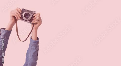 Fototapeta Two arms holding  a camera obraz na płótnie