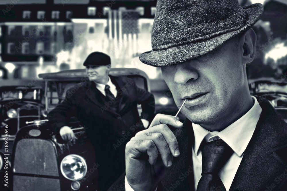 Fototapeta vintage bossy Italian mafia gangsters in 1930's near classic car