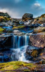 Obraz na Szkle Wodospad Falling Alone