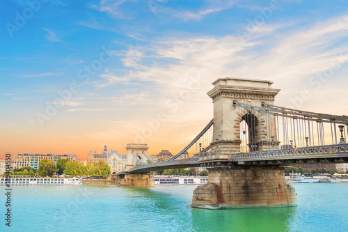 Fotografia  Beautiful view of the Chain Bridge over the Danube in Budapest, Hungary