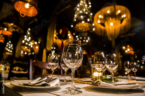 Photo luxury elegant table setting dinner in a restaurant